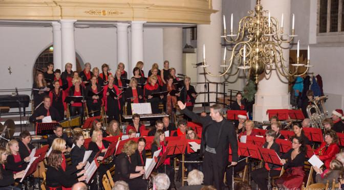"""Volle Oude Jeroenskerk voor het Kerstconcert van """"de Echo der Duinen"""" en Noordwijks dameskoor """"LiLa"""""""